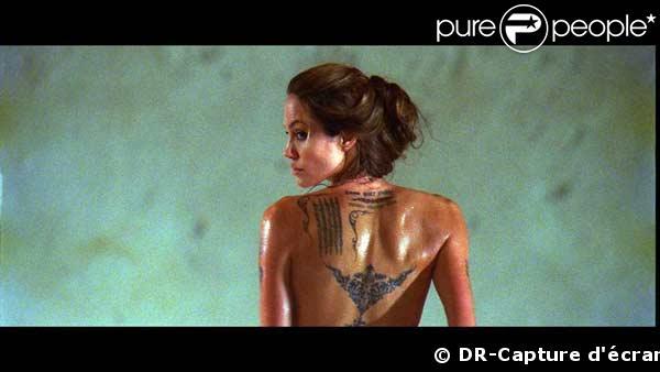 Voici les très belles fesses tatouées d'Angelina Jolie !
