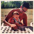 Liva, l'adorable fille de Jade Foret et Arnaud Lagardère dans les bras de son tonton. Août 2013.