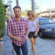 Jason Priestley a fêté ses 44 ans au restaurant E Baldi, avec son épouse et sa mère, à Beverly Hills, le 28 août 2013.