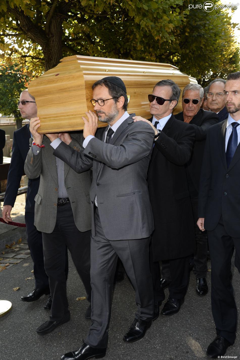 James Huth, fils de Pierre Huth, Francis Huster et Jean-Claude Darmon aux obsèques de Pierre Huth à Nogent-sur-Marne le 30 août 2013.