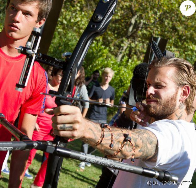 M. Pokora avec Gaël Prévost, N°1 français de tir à l'arc, le 3 septembre 2013