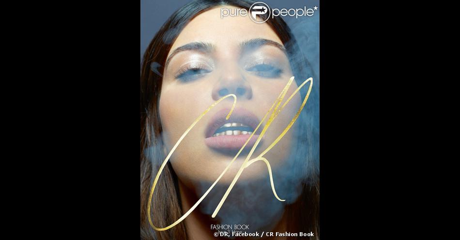 Kim Kardashian exhibe de jolies grills sur la couverture du troisième numéro de CR Fashion Book. Photo par Karl Lagerfeld, direction artistique par Riccardo Tisci.