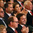 Le prince Albert de Monaco, en arrière-plan, le prince Felipe et la princesse Letizia d'Espagne au Teatro Colon à Buenos Aires le 6 septembre 2013 pour la soirée d'ouverture de la 125e session du CIO, qui doit désigner la ville hôte des JO 2020.