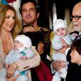 La chanteuse Céline Dion avec son mari René Angélil et leurs enfants, René-Charles, Nelson et Eddy, à Las Vegas, le 16 février 2011.