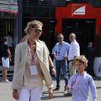 Lavinia Borromeo et son fils Leone dans les travées du Grand Prix d'Italie à Monza, le 8 septembre 2013