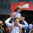 John Elkann et son fils Oceano dans les travées du Grand Prix d'Italie à Monza, le 8 septembre 2013