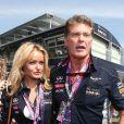 David Hasselhoff et sa compagne Hayley Roberts dans les travées du Grand Prix d'Italie à Monza, le 8 septembre 2013