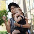 La belle Jessica Alba quitte son hôtel de New York avec sa fille Haven le 11 septembre 2013