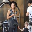 La fille de Jessica Alba, Haven, vole la vedette à sa maman devant un hôtel de New York le 11 septembre 2013