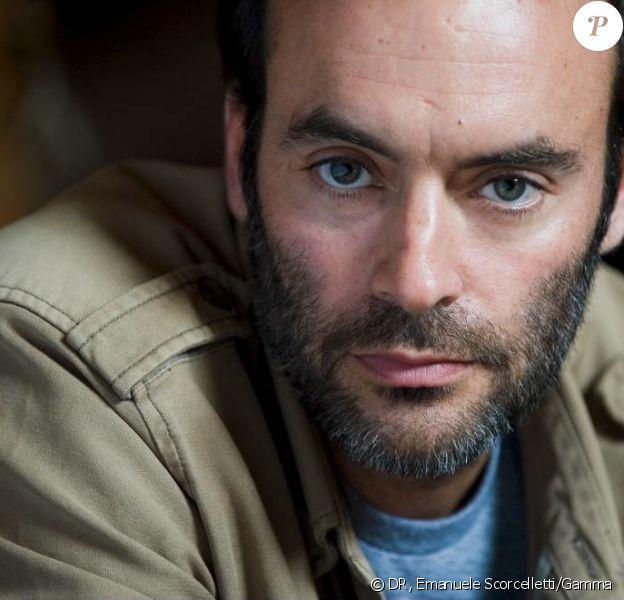 """Anthyon Delon dans la peau du chirurgien Roman Lucas pour """"Interventions"""", nouvelle série événement de TF1 (2013)."""