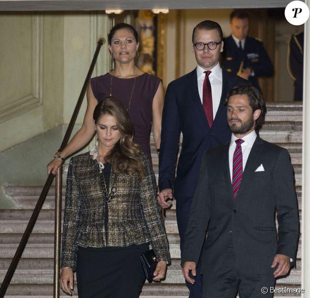 """Madeleine de Suède, enceinte, et son frère prince Carl Philip lors de l'inauguration de l'exposition """"40 ans sur le trône, 40 ans au service de la Suède"""" dans le cadre du jubilé des 40 ans de règne du roi Carl XVI Gustaf à Stockholm, le 13 septembre 2013"""