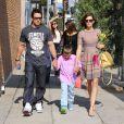 Mark Wahlberg, sa femme Rhea Durham et leurs enfants à West Hollywood, Los Angeles, le 8 juin 2013.