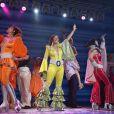 La troupe de MAMMA MIA ! (sur la scène du Palais des Sports) célèbre le millionième spectateur de l'incontournable comédie musciale lors de la nouvelle tournée française. Paris, le 20 septembre 2013.