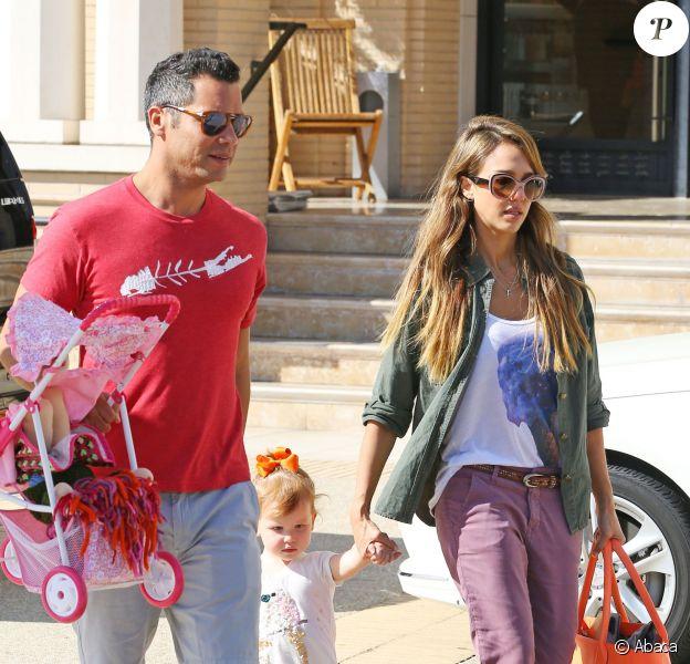 Jessica Alba et Cash Warren avec leur fille Haven à Los Angeles, le 21 septembre 2013.