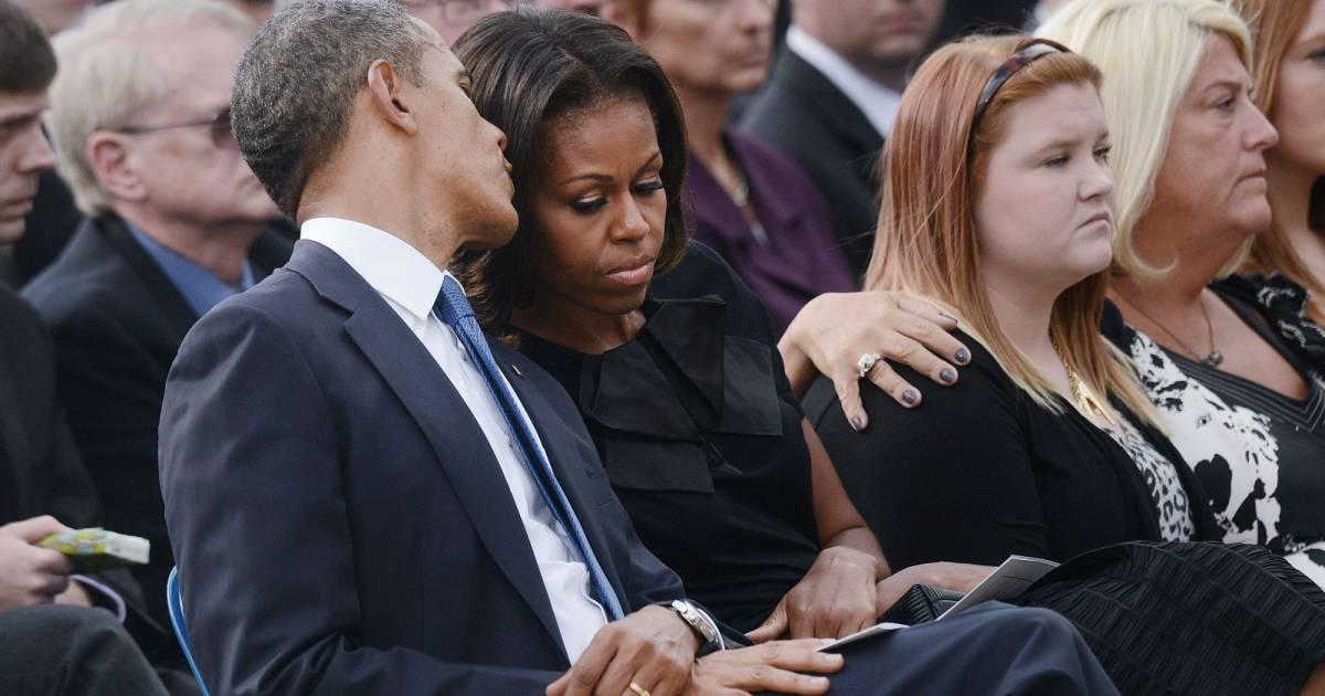 barack et michelle obama unis dans la douleur 39 39 nos coeurs sont d chir s 39 39 purepeople. Black Bedroom Furniture Sets. Home Design Ideas