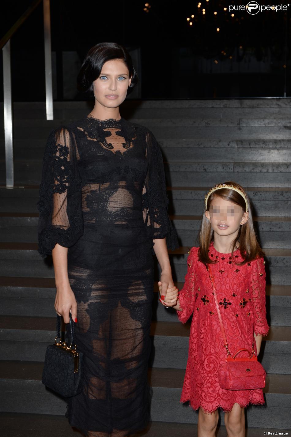 b02ef4fc13f1c Le top model Bianca Balti et sa fille Matilde assistent au défilé Dolce   amp  Gabbana