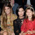 Bianca Brandolini d'Adda, Bianca Balti et sa fille Matilde assistent au défilé Dolce & Gabbana printemps-été 2014 à Milan. Le 22 septembre 2013.