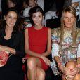 Coco Brandolini d'Adda, Giovanna Battaglia et Anna Dello Russo assistent au défilé Dolce & Gabbana printemps-été 2014 à Milan. Le 22 septembre 2013.