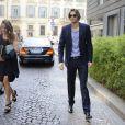 Le beau gosse Camille Lacourt arrive au défilé Armani le 23 septembre 2013 à Milan