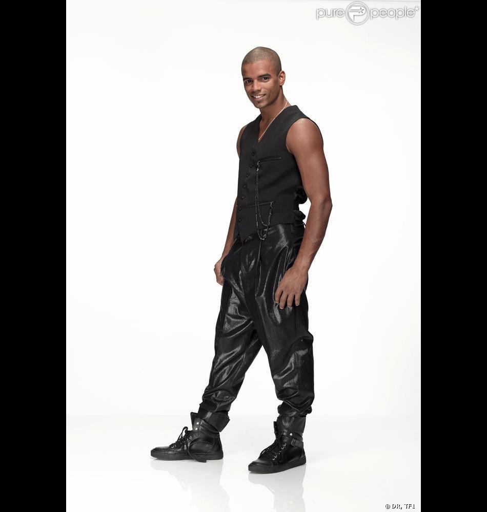 Brahim Zaibat pose officiellement pour Danse avec les stars.