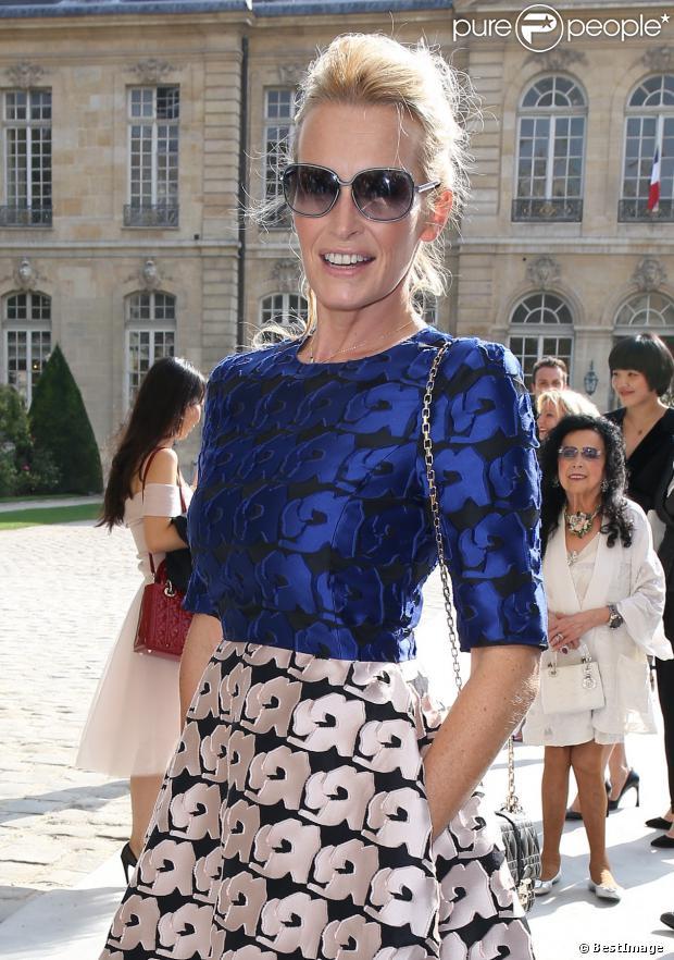 Estelle Lefebure à la sortie du défilé Christian Dior, collection prêt-à-porter printemps-été 2014, au Musée Rodin à Paris. Le 27 septembre 2013