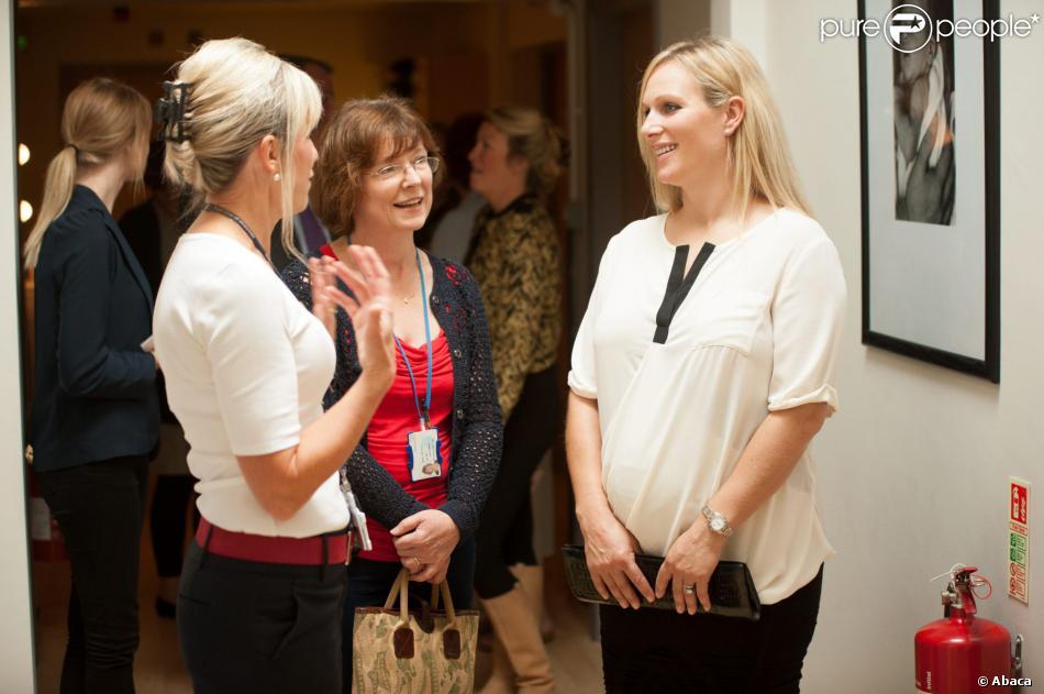 Zara Phillips, enceinte, en visite à la Stroud Maternity Unit dans le Gloucestershire, le 27 septembre 2013