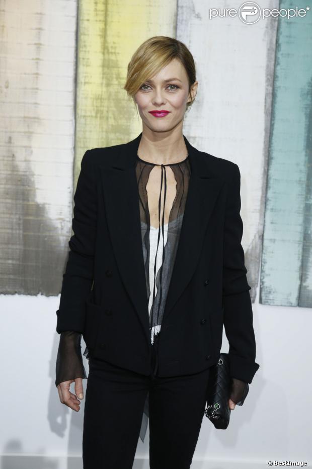 Vanessa Paradis lors du photocall du défilé Chanel de la collection printemps-été 2014 prêt-à-porter, à Paris le 1er octobre 2013