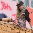 Cara Delevigne en plein shooting avec le photographe Jacques Dequeker dans lafavela de Santa Marta. Rio de Janeiro, le 3 octobre 2013.