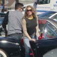 LeAnn Rimes et son compagnon Eddie Cibrian tournent dans une voiture de collection, le vendredi 4 octobre 2013, à Los Angeles.