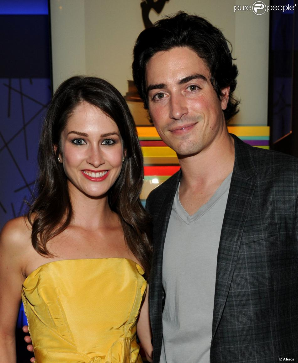 Ben Feldman et sa femme Michelle Mulitz à la soirée d'annonce des nominations pour la 64e cérémonie des Emmy Awards, à Los Angeles, le 21 septembre 2012.