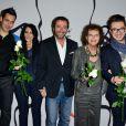 """Yoann Fréget, Déborah Dahan, Bernard Montiel, Claudia Cardinale et Olympe lors du 20e gala annuel de charité """"Faire Face"""" organisé à l'Opéra d'Avignon, le 12 octobre 2013."""