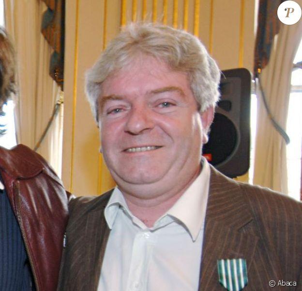 Thomas Fersen et Bernard Chérèze, fait Chevalier des Arts et Lettres, àParis, le 4 octobre 2006.