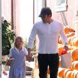 Ben Affleck et sa fille Violet vont au Brentwood Country Mart de Los Angeles, le 24 octobre 2013.