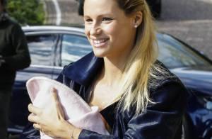 Michelle Hunziker : Maman radieuse pour une 1re sortie avec bébé dans les bras