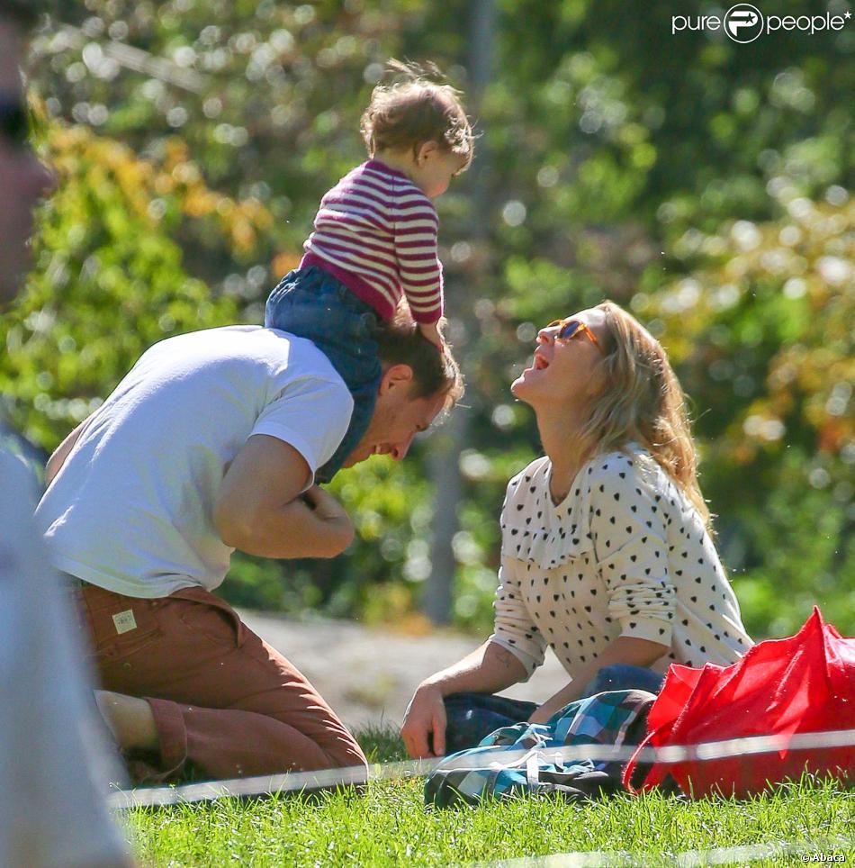 Drew Barrymore avec son mari Will Kopelman et leur fille Olive dans Central Park à New York le 28 septembre 2013