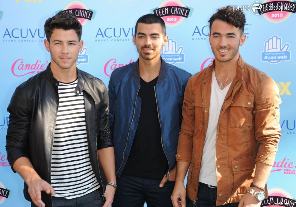 Jonas Brothers à la cérémonie des Teen Choice Awards 2013 au Gibson Amphitheatre à Universal City. Le 11 août 2013.