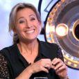 L'actrice Carole Bouquet face à Anne-Sophie Lapix sur le plateau de C à vous sur France 5. Le 6 novembre 2013.