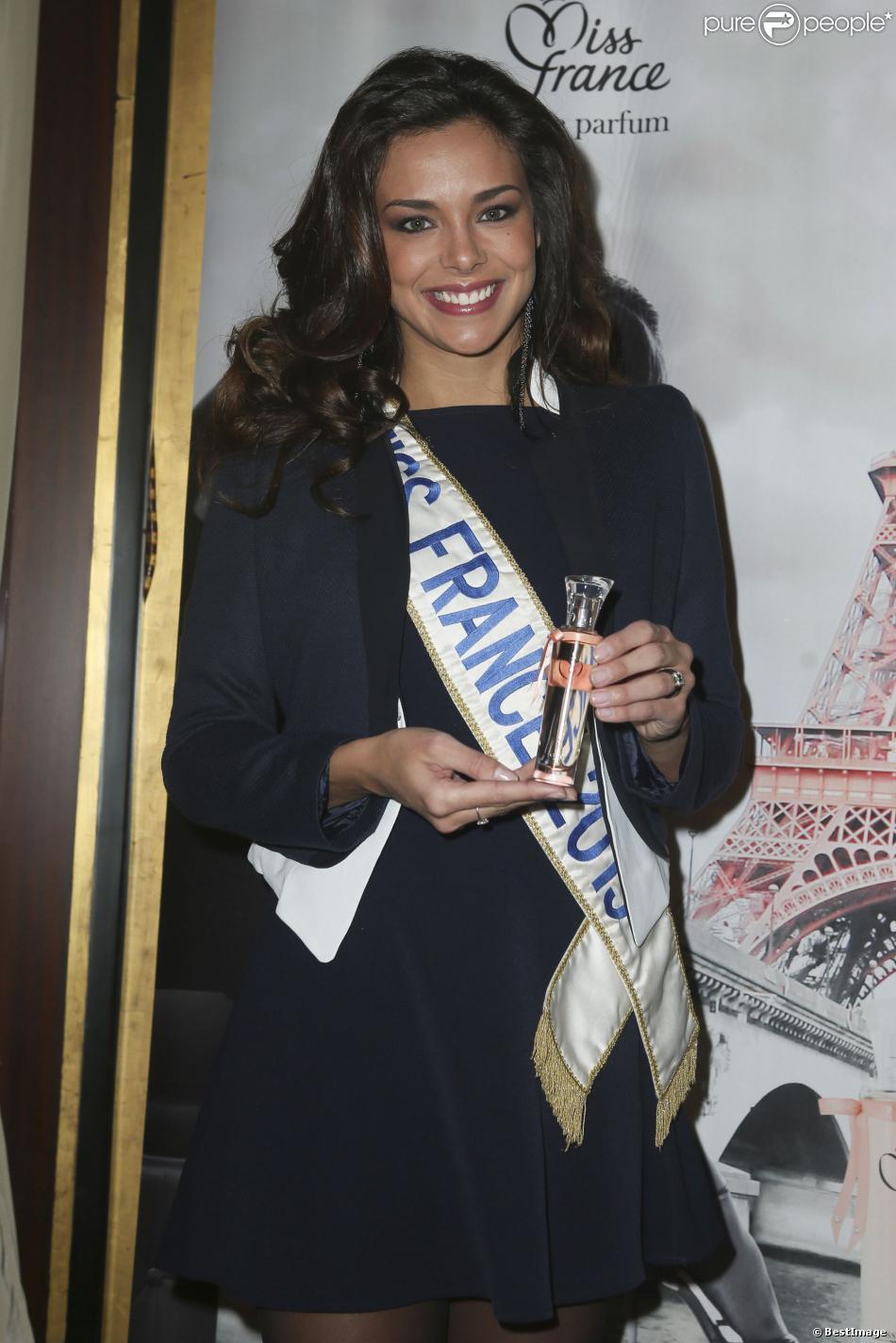 Marine Lorphelin lors du lancement de la ligne de parfum Inessance Miss France, au Fouquets le 5 novembre 2013