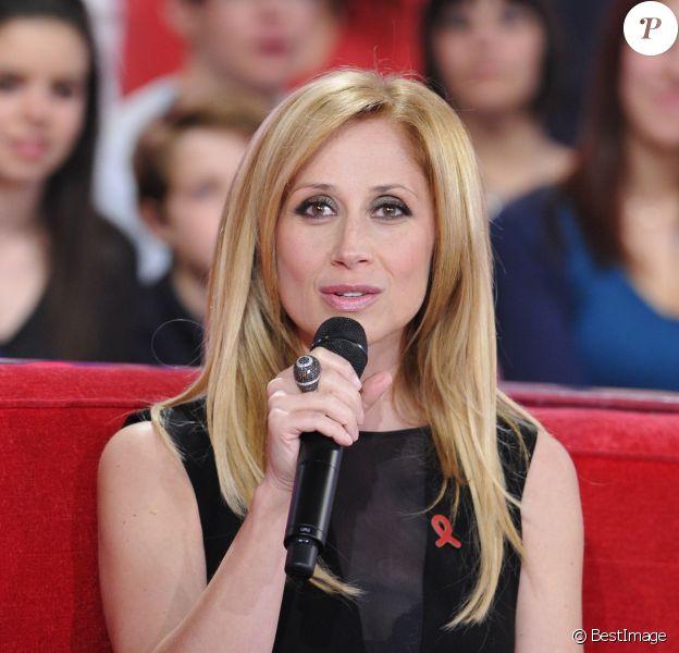 """Lara Fabian à l'enregistrement de l'émission """"Vivement Dimanche"""" à Paris, le 3 avril 2013."""