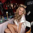 Candice Swanepoel dans les coulisses du défilé Victoria's Secret à New York le 13 novembre 2013.