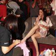 Hilary Rhoda en backstage du défilé Victoria's Secret à New York le 13 novembre 2013.