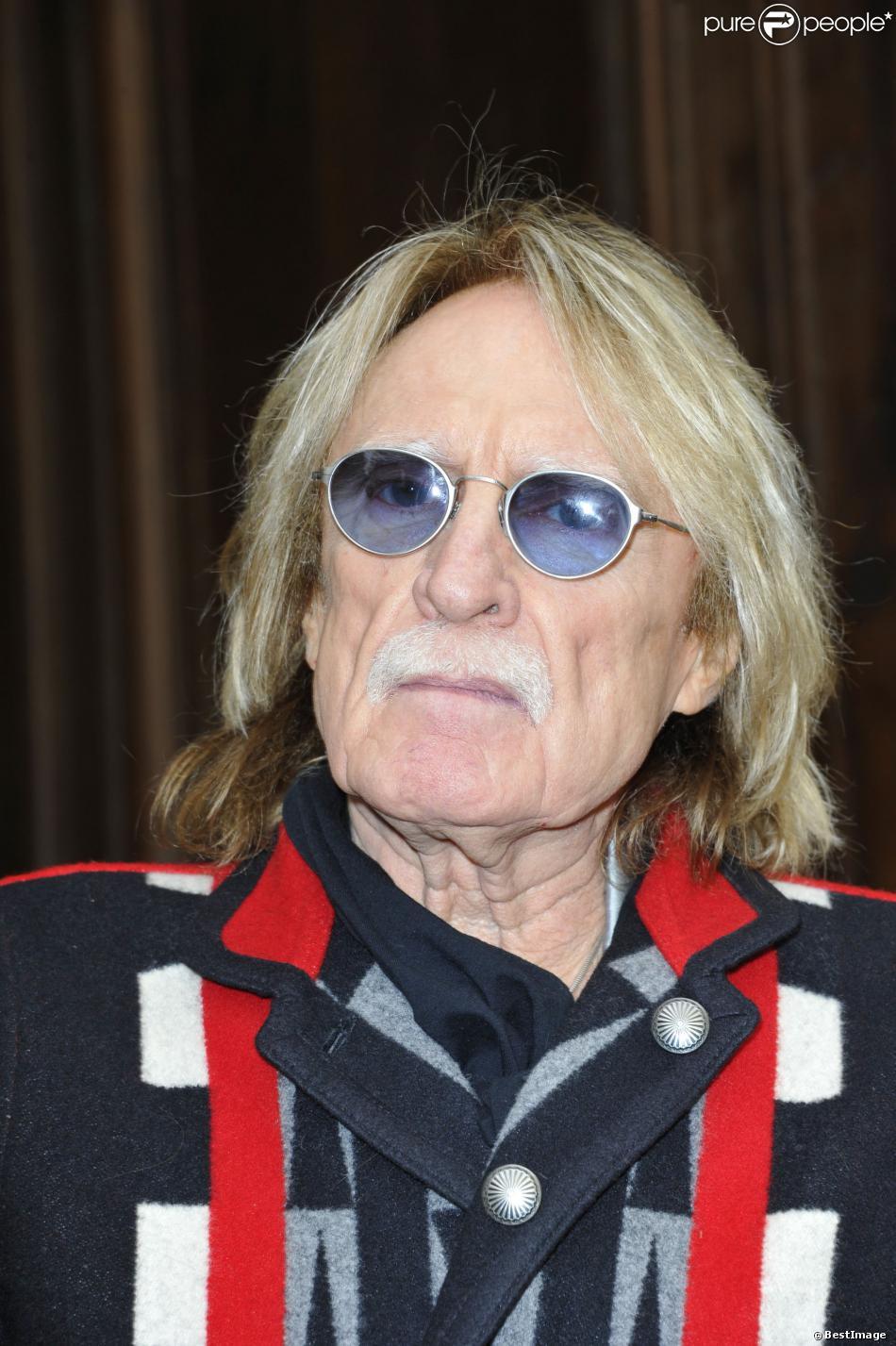 Le chanteur Christophe à Paris, le 5 mars 2013.