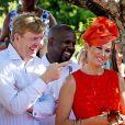 Le roi Willem-Alexander et son épouse la reine Maxima des Pays-Bas en visite sur l'île de Saint-Eustache dans les Caraïbes le 15 novembre 2013
