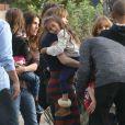 """Jennifer Lopez en compagnie de ses enfants Max et Emme sur le tournage du film """"The Boy Next Door"""" à Los Angeles, le 17 novembre 2013."""