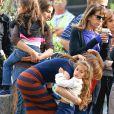 """Jennifer Lopez en compagnie de ses enfants Max et Emme sur le tournage du film """"The Boy Next Door"""" à Los Angeles."""
