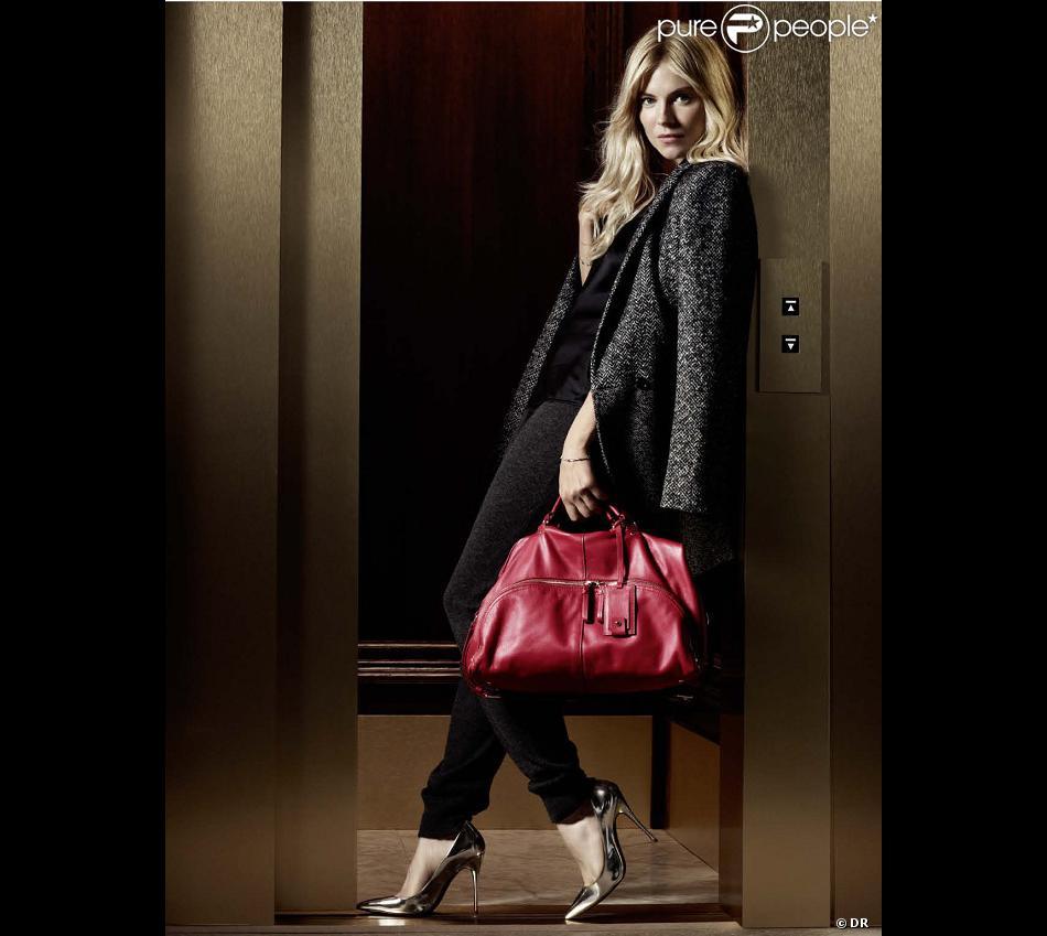 Sienna Miller   L affaire est dans le sac avec la maison Caroll ... 858cccc514c