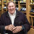 """Gérard Depardieu visitant une boutique """"Wine Express"""" à Moscou, le 5 novembre 2013"""