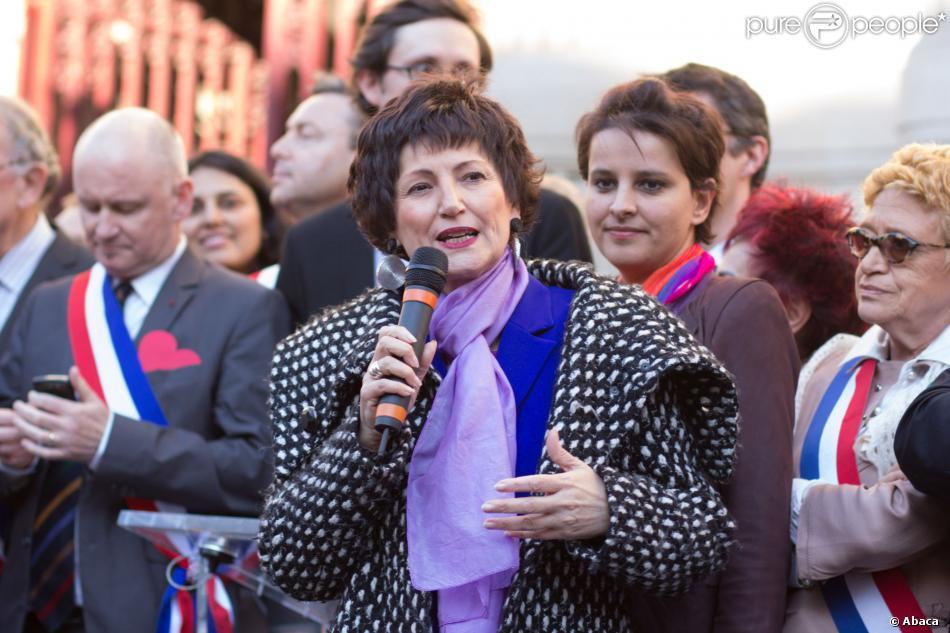 Dominique Bertinott s'exprime à la sortie de l'Assemblée nationale après le vote sur le mariage pour tous, le 23 avril 2013.