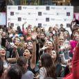 Khloé Kardashian, attendue par une foule d'admiratrices impatientes devant la boutique David Jones à Melbourne où la star de télé-réalité s'est prêtée au jeu des dédicaces. Le 20 novembre 2013.