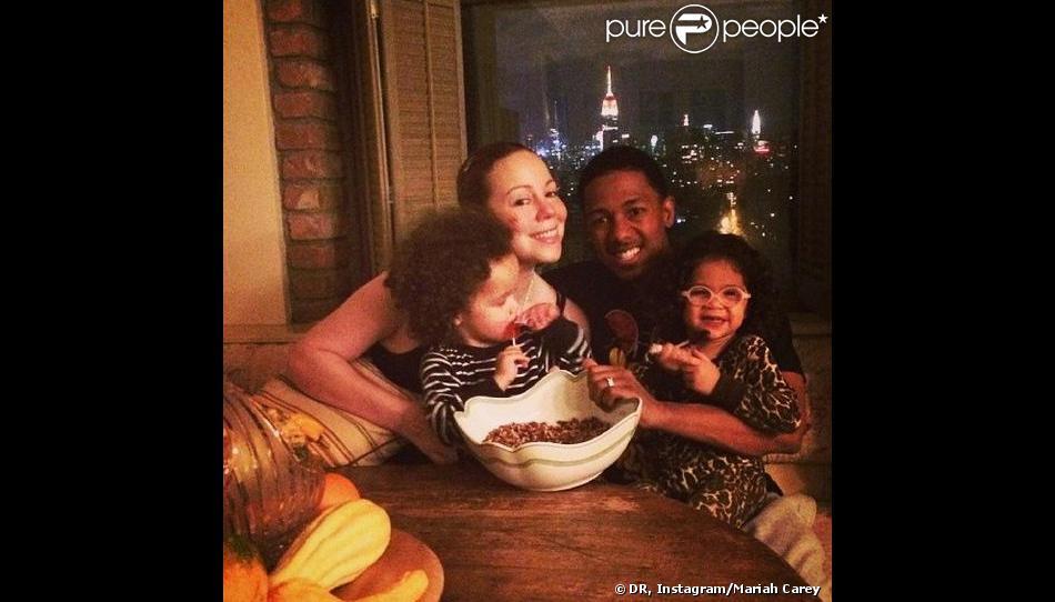 Mariah Carey avec son mari Nick Cannon et leurs enfants, Monroe et Moroccan, à New York le 27 novembre 2013.